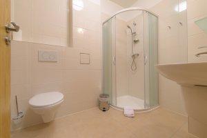 Penzion Panský dům, koupelna se sprchovým koutem